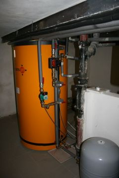 Accumulation tank PAST and heat consumers (heating and pool heating)